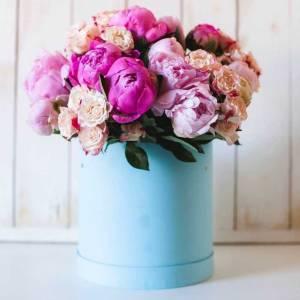 Коробка 15 розовых пионов и кустовая роза R757