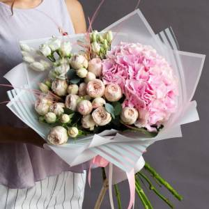 Сборный букет с пионовидной розой R979