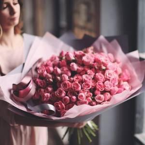 101 кустовая роза с упаковкой R875