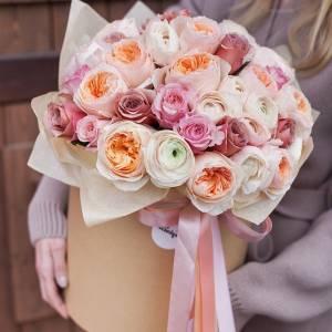 51 пионовидная нежная роза, букет в шляпной коробке R385