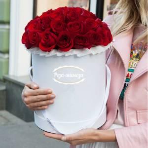 25 красных роз, цветы в коробке R148
